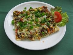 Pizza Hawaii mit, Salat an, Dressing Italienische Art