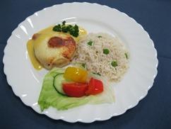 Hähnchen-Medaillons-Hawaii, Currysauce, Reis mit Erbsen, Salat, Beilage, Dressing-Senf