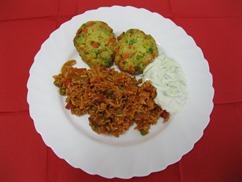 Djuvec-Reis mit Gemüsetaler und Tzatziki Bauernsalat
