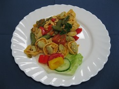 Tortellinipfanne Italia Salat an Senf-Dressing