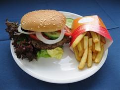Hamburger (Rind) mit Pommes Frites