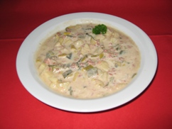 Lauchcremesuppe mit Gehacktes (Rind), Baguette