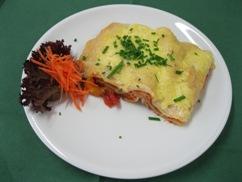 Lasagne Mediteran, Salat an, Knofi-Dressing