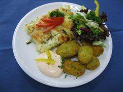 Gemüsenuggets mit, Paprika-Kräuter-Dip und, Zucchini-Kartoffel-Gratin