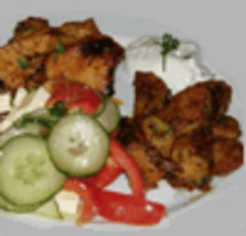 Chicken-Nuggets mit Curry-Dip, Country-Fritten und Gemüsebeilage
