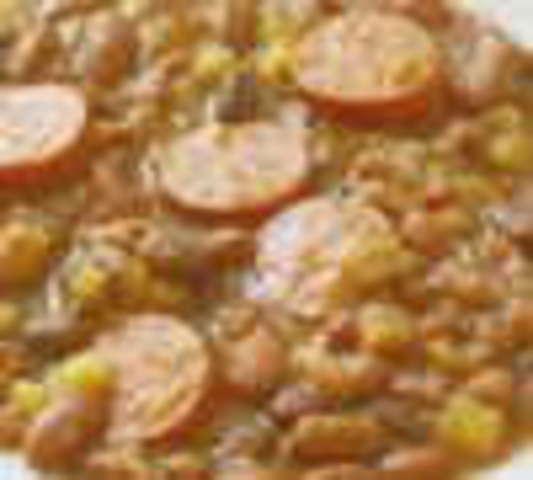 Linseneintopf mit Wiener Würstchen (S) dazu Brot