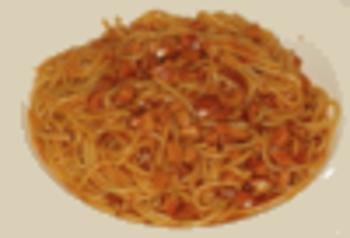 Spaghetti mit Rinderhackbällchen und Tomatensoße, dazu Salat