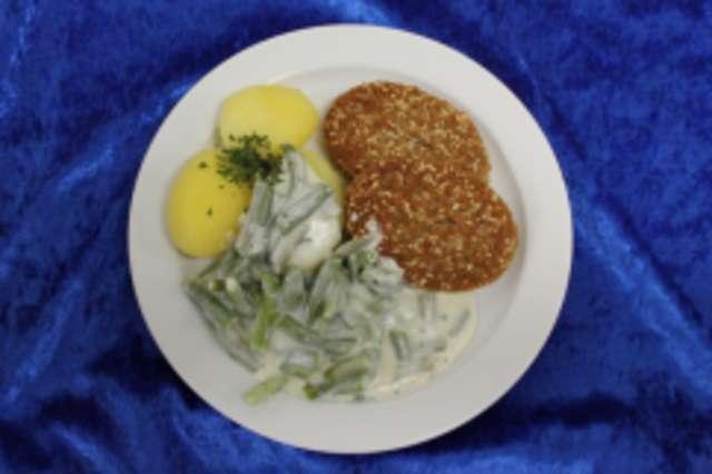 Vegetarischer Bratling mit gestovten Bohnen & Salzkartoffeln