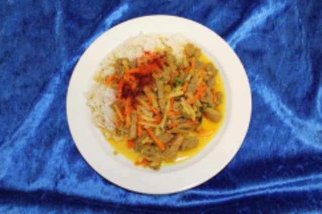 Chinagemüse-Pfanne mit Putenstreifen, dazu Basmati-Reis