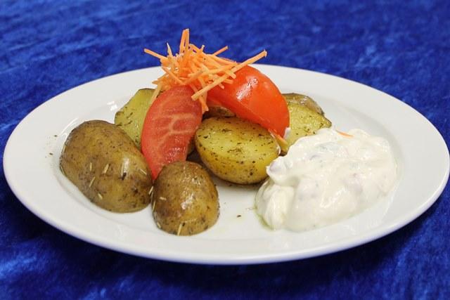 Backkartoffeln mit Kräuterquark