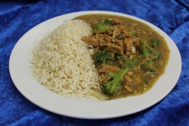 Putengeschnetzeltes in Broccolierahm dazu Reis