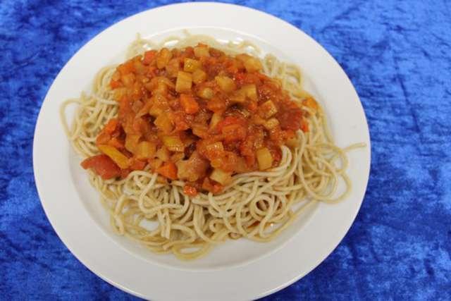 Vollkornspaghetti mit vegetarischer Bolognese