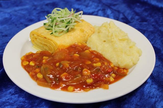 Omelette natur mit Zigeunergemüse und Kartoffelstampf