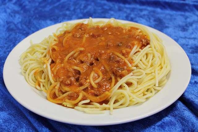 Spaghetti mit Schinkentomatensauce