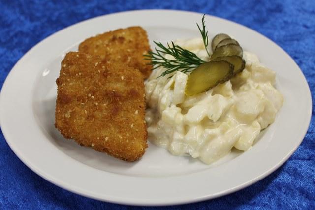 Vegetarischer Bratling mit Kartoffelsalat