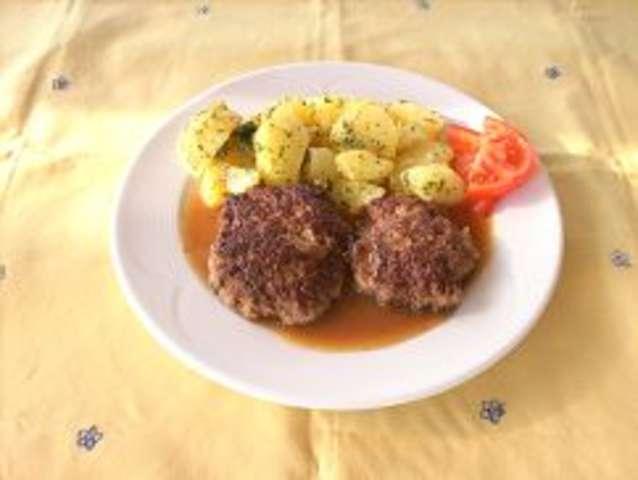 Fleischküchl mit Salzkartoffeln