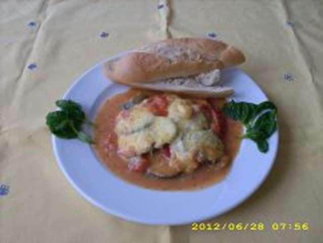 Überbackene Zucchini mit Tomaten und Käse