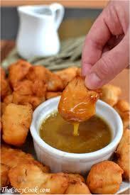 Chicken Nuggets mit Kartoffelchips und Süß-Saurer Soße