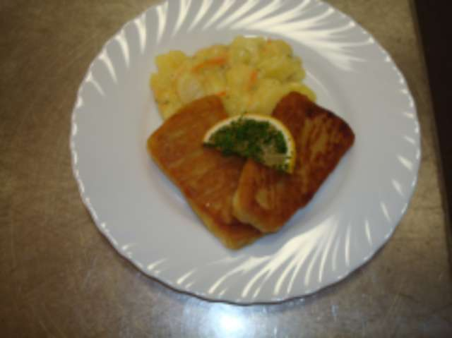 Backfisch im Brandteig mit Kartoffelsalat