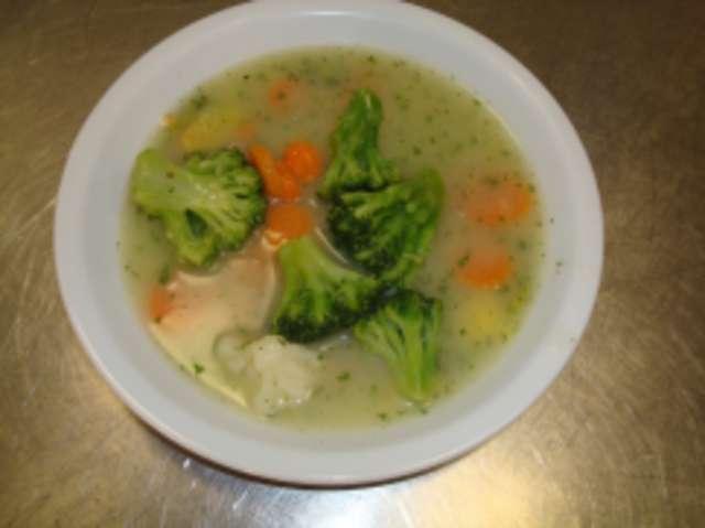 Gemüse-Eintopf mit Brötchen