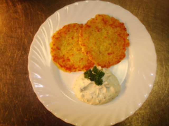 Kräuter-Sahnequark mit Kartoffelrösti