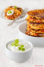 Blumenkohl-Käse-Taler mit Frischkäse Dip