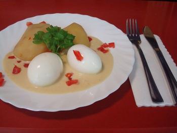 Eier in Pikanter Senfsoße und Salzkartoffeln