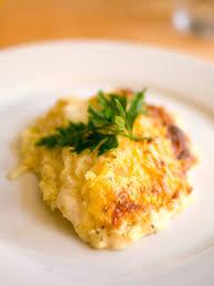 Kartoffelgratin in Bechamelsoße, mit Käse überbacken