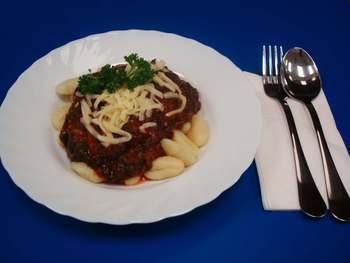 Gnocchi mit Blattspinat-Tomatensoße und Parmesan
