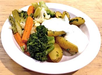 Buntes Gemüse mit Kräuterkartoffeln
