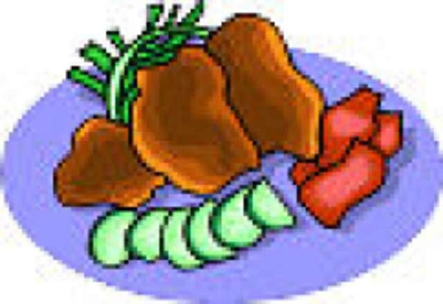 Fleischküchle mit Rahmsoße, Spätzle und Mischgemüse, Salat, Dessert