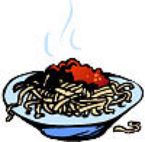 Nudeln mit Tomatensoße, Reibekäse, kleiner Salat und Dessert