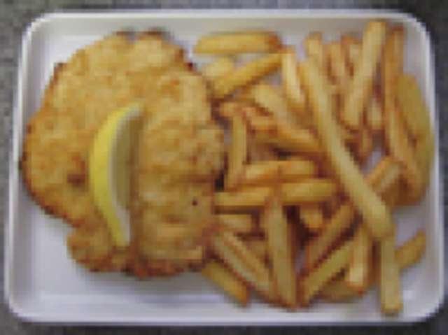 Hähnchenschnitzel paniert mit Kartoffelsalat , kleiner Salat und Dessert