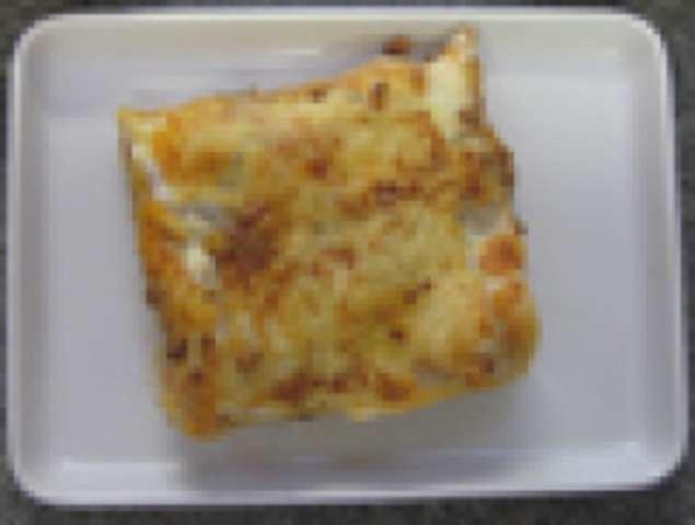 Lasagne mit Rinderhackfleisch, kleiner Salat und Dessert