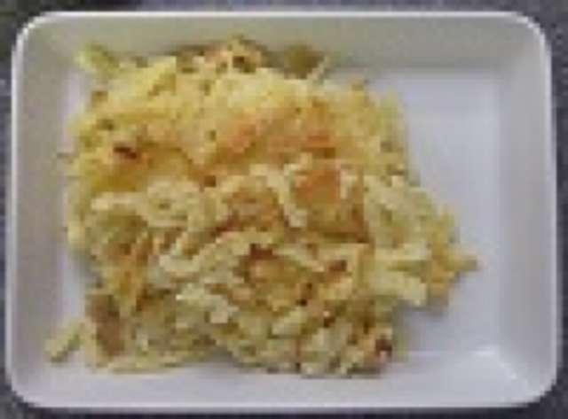 Käsespätzle mit Mischgemüse, Salat, Dessert