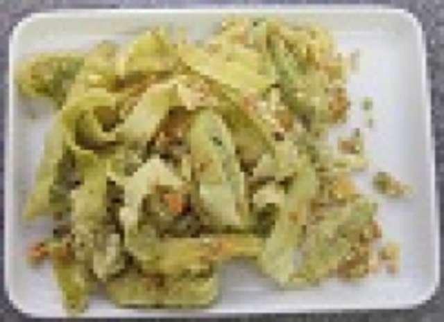 Gemüsemaultaschen geröstet mit Ei, Kartoffelsalat, kleiner Salat und Dessert