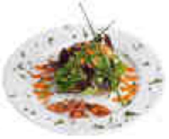 Blumenkohl-Broccoligemüse mit Käsesoße und Salzkartoffeln, kleiner Salat und Dessert