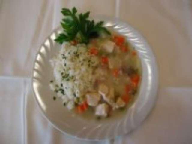 Hühnerfrikasse mit Reis