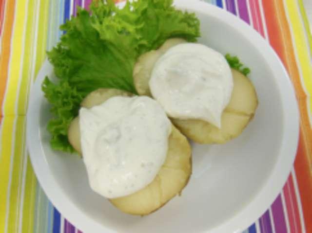 Ofenkartoffel mit Kräuter-Gurken-Quark
