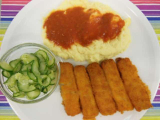 Fischstäbchen , Kartoffelpüree  ,Tomatensoße