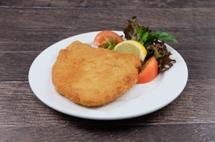 """Schnitzel """"Jäger Art"""" vom Geflügel dazu Salzkartoffeln und Champignon Rahmsauce"""