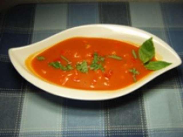 Tomatencremesuppe mit Brötchen
