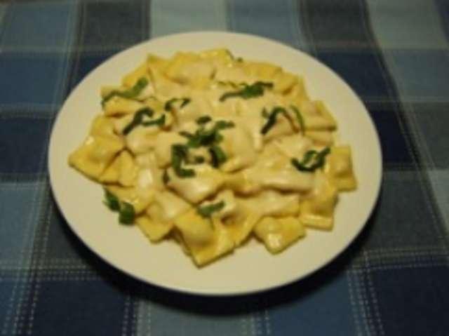 "Raviolini ""Verdura""  mit Käsesauce"