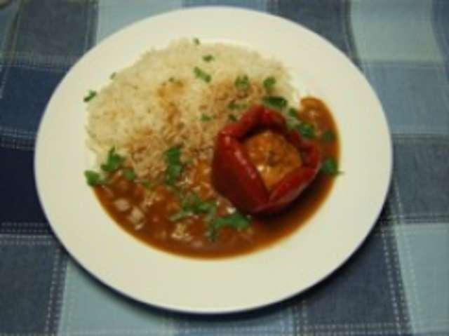 Rote Paprikaschote mit Reis