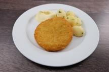 Blumenkohl Käse Medaillon dazu Salzkartoffeln und Sauce Hollandaise