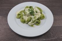 """Raviolini """"Formaggio"""" dazu eine Käse Sahne Sauce"""