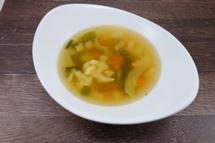 Rheinische Gemüsesuppe dazu ein knuspriges Brötchen