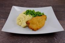 Cordon Bleu vom Geflügel  dazu Kartoffelpüree und Leipziger Allerlei in Rahm