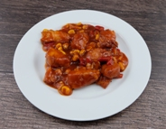 Hähnchenschaschlik Topf mit Paprikastreifen und Mais in pikanter Sauce dazu Langkornreis