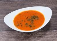Tomatencremesuppe mit Vollkorn Reiseinlage dazu ein knuspriges Brötchen
